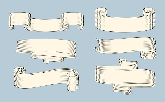 Rubans de papyrus antiques ou vieux parchemins courbés