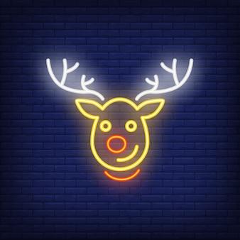 Rudolph néon personnage de dessin animé de rennes de noël. élément de publicité lumineuse de nuit.