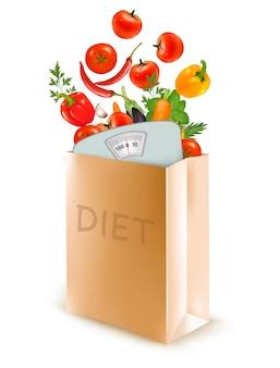 Sac en papier diététique avec une balance et des légumes. concept de régime
