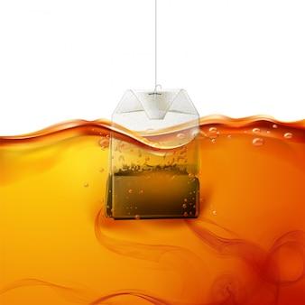 Sachet de thé réaliste plongé dans l'eau chaude