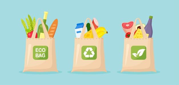 Sacs écologiques en tissu réutilisables remplis de produits d'épicerie, d'aliments sains.