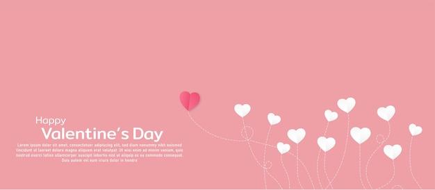 Saint-valentin avec papier en forme de coeur sur fond rose avec une forme de tête différente avec une idée conceptuelle symbole de l'amour pour l'heureuse saint valentin