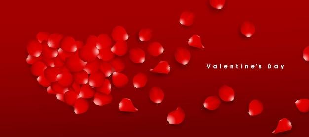 Saint valentin pétales de rose rouge en forme de coeur
