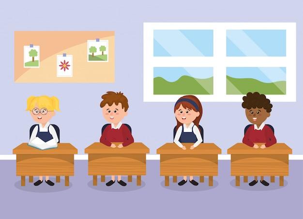 Salle de classe avec des enfants étudiants sur le banc d'école