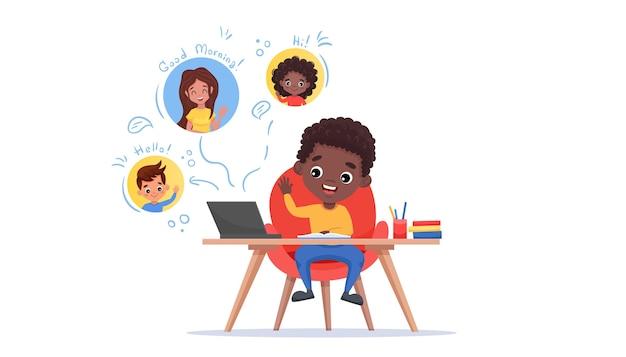 Salle de classe en ligne. e-learning et concept de distance sociale. un garçon noir afro-américain regarde son camarade de classe