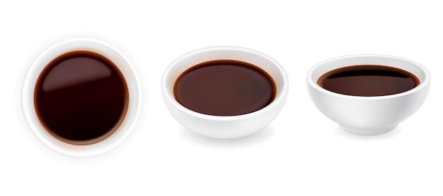 Sauce soja réaliste dans un ensemble de bol. illustration de vinaigre balsamique isolé sur fond blanc. vinaigrette en ramequin rond. vue latérale et de dessus
