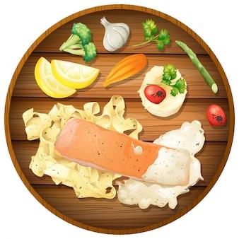 Saumon et sauce à la crème de pâtes sur planche de bois