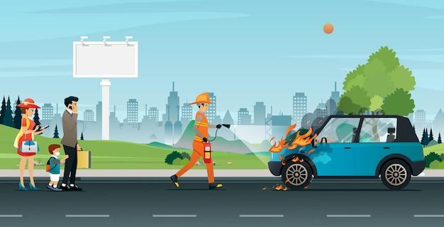 Les sauveteurs éteignent les incendies qui brûlent les voitures familiales