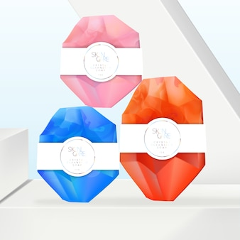 Savon en cristal semi-transparent vibrant avec motif en marbre infusé. manchon enveloppant blanc, imprimé holographique. fond bleu ciel géométrique minimal.