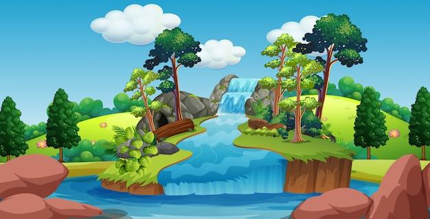 Scène de la cascade avec des arbres autour