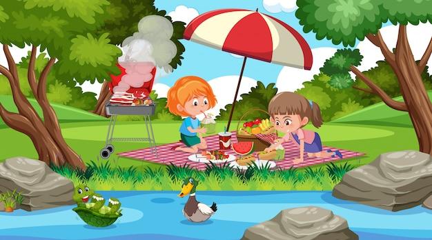 Scène avec deux filles mangeant dans le parc