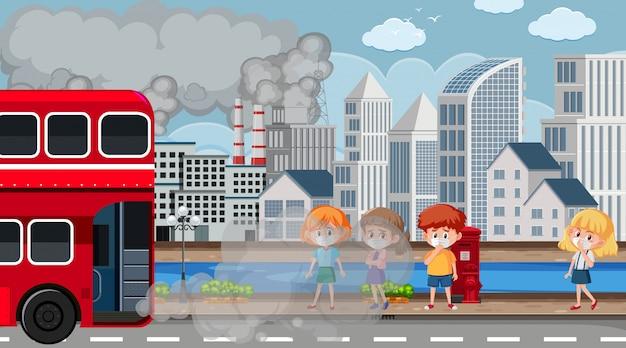 Scène avec des enfants portant un masque sur la route pleine de fumée sale