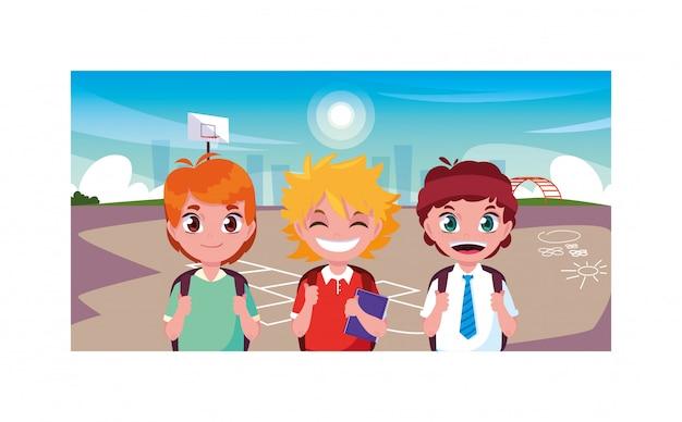 Scène de garçons souriant dans le parc, retour à l'école