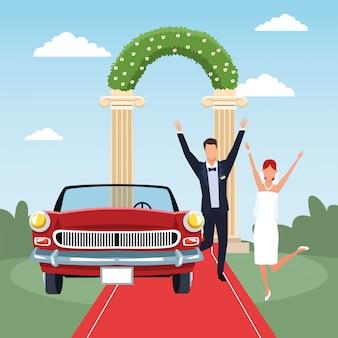 Scène de mariage avec couple marié excité et voiture classique rouge