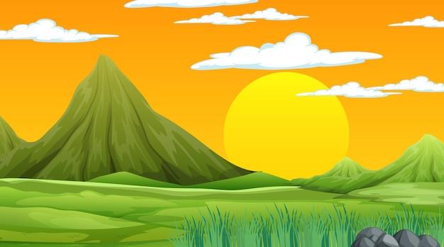 Scène de la nature au coucher du soleil avec paysage de prairie et montagne