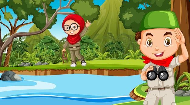 Scène de nature avec des enfants musulmans explorant la forêt