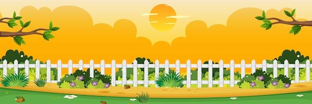 Scène de nature horizon ou campagne de paysage avec une partie de la vue de la clôture et du ciel jaune