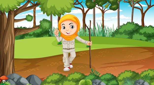 Scène de la nature avec un personnage de dessin animé de fille musulmane explorant dans la forêt