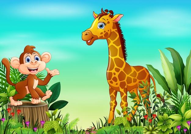 Scène de la nature avec un singe assis sur une souche d'arbre et une girafe
