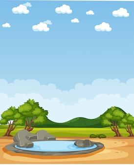 Scène de nature verticale ou campagne de paysage avec vue sur la forêt et montagne avec ciel blanc pendant la journée