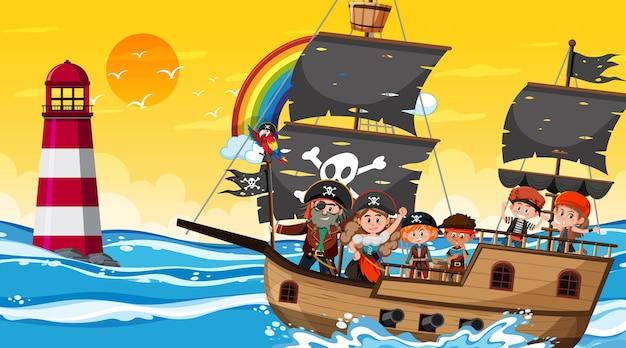 Scène de l'océan au coucher du soleil avec des enfants pirates sur le navire