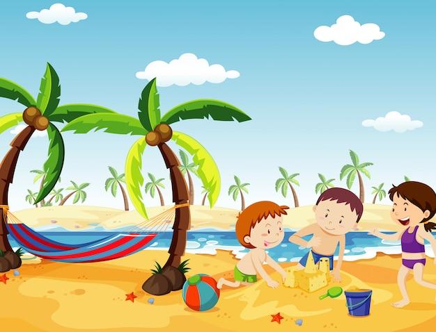 Scène de l'océan avec des gens s'amusant sur la plage