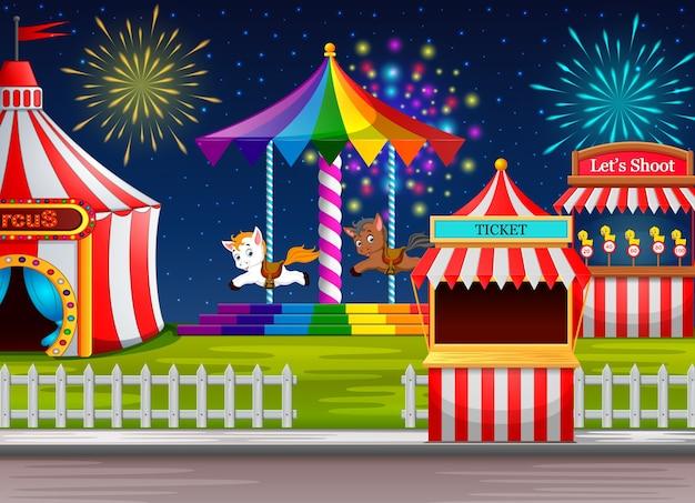 Scène de parc d'attractions avec tente de cirque et feu d'artifice