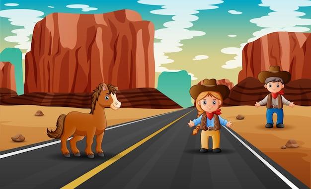 Scène de route avec cowboy nd cowgirl debout
