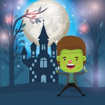 Scène de saison halloween avec costume de garçon frankenstein