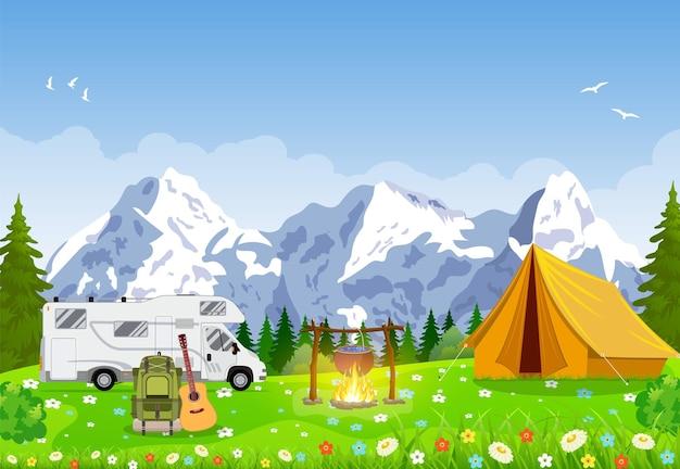 Scène de soirée de camping d'aventure familiale.