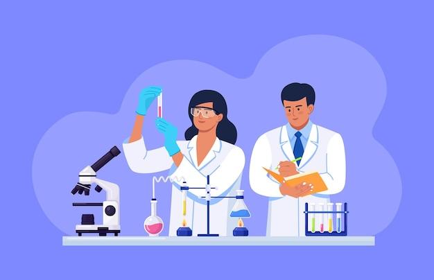 Scientifiques menant des recherches scientifiques, des analyses et des tests de vaccins. personnel du laboratoire de sciences biochimiques effectuant diverses expériences. développements et découvertes en microbiologie, chimie