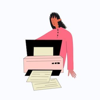 Le secrétaire ethnique de femme travaille à l'imprimeur