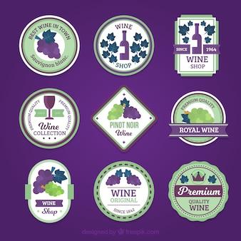 Sélection d'étiquettes de vin avec détails violets