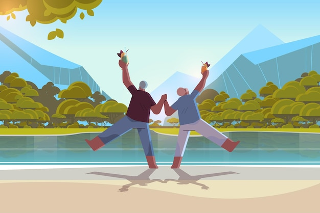 Senior couple dancing at lake beach old african american man and woman s'amusant concept de vieillesse active