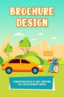 Senior femme handicapée demandant un don à l'extérieur. personne en fauteuil roulant, voiture, illustration vectorielle plane rue