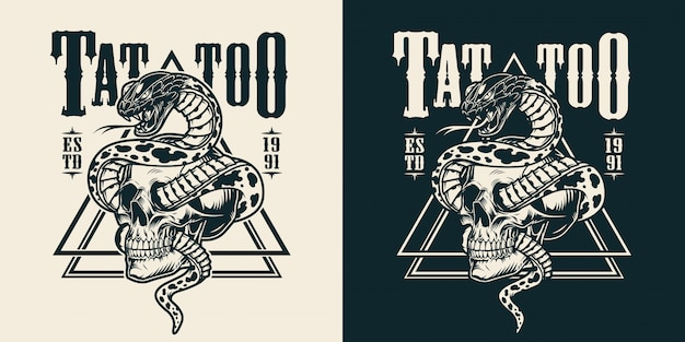 Serpent enlacé avec l'emblème de tatouage de crâne