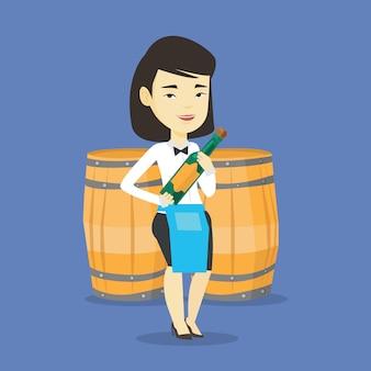 Serveuse tenant une bouteille d'alcool.