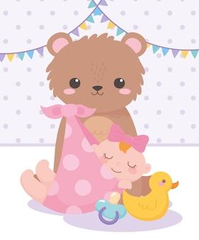 Shower de bébé, petite fille ours en peluche canard et sucette, célébration bienvenue nouveau-né