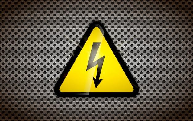 Signe de haute tension sur grille métallique, fond industriel