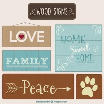 Signes en bois de différentes tailles avec des messages