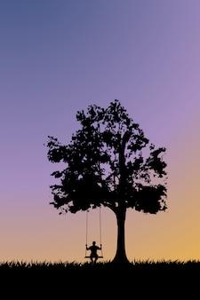 Silhouette sur balançoire au coucher du soleil