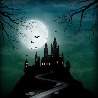 Silhouette de château fantastique sur la colline contre le ciel clair de lune