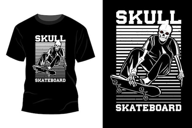 Silhouette de conception de maquette de t-shirt de planche à roulettes de crâne