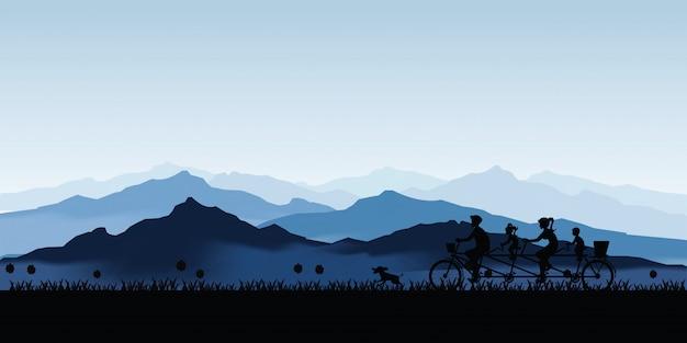 Silhouette de famille heureuse vélo tandem vélo avec beau ciel au coucher du soleil.