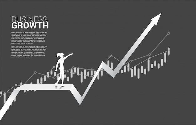 Silhouette de femme d'affaires pointe sur le graphique en pleine croissance.