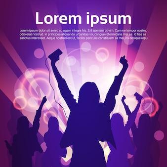 Silhouette femme groupe danse discothèque lumière