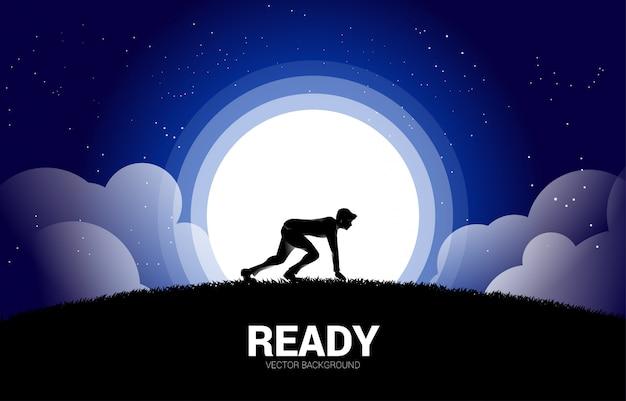 Silhouette d'homme d'affaires prêt à courir dans la lune et l'étoile