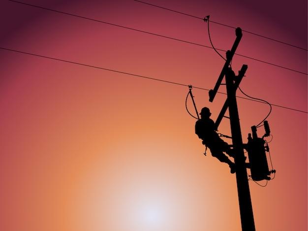 Silhouette de monteur de lignes électrique fermant un transformateur monophasé