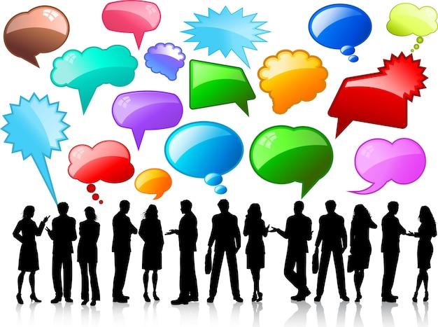 Silhouettes de gens d'affaires en conversation avec des bulles de discours brillantes