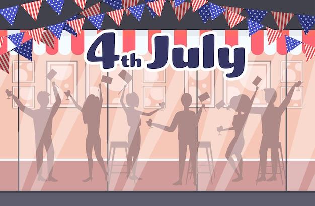 Silhouettes de personnes célébrant, carte de célébration de la fête de l'indépendance américaine 4 juillet